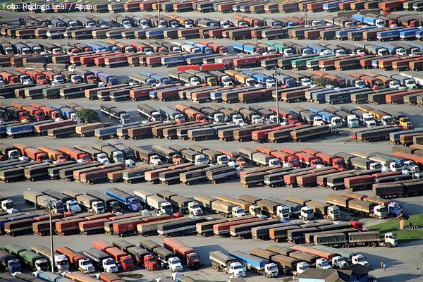 Porto de Paranaguá registra movimento recorde de caminhões na semana passada
