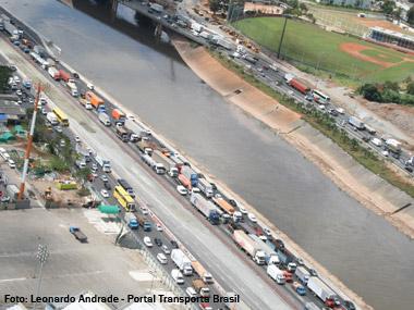 São Paulo resolve o trânsito de maneira equivocada