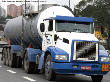 ANTT publica novas regras para o transporte de produtos perigosos e volta atrás