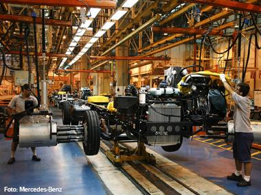 Pela primeira vez, Mercedes-Benz do Brasil pode abrir 3º turno na produção