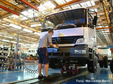 Produção de caminhões continua em alta, mas desacelera em junho
