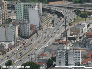 Prefeitura restringe circulação de caminhões na Radial Leste, em São Paulo