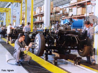 Montadoras voltam a acelerar produção de caminhões
