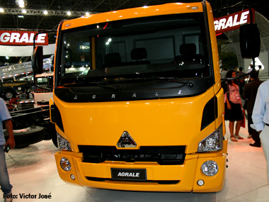 Agrale apresenta linha 2012 de caminhões leves e médios