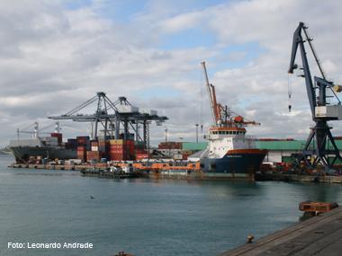 Portos brasileiros devem movimentar 1 bilhão de toneladas em 2012