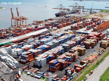 Porto de Suape (PE) bate recorde de movimentação e faturamento no acumulado de 2014