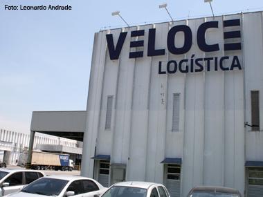 Veloce Logística auxilia parceiros na compra de caminhões novos