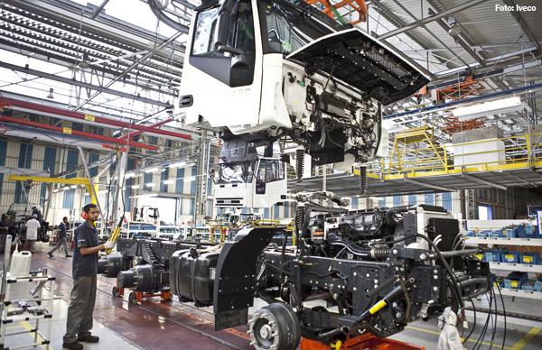 Produção de caminhões recua 40,2% até agosto, mas Anfavea está otimista