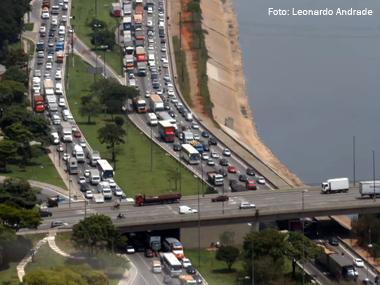 Caminhões estão proibidos de trafegar na marginal Tietê (SP)