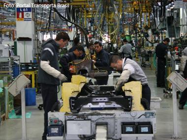 Produção de caminhões cresce 13,8% em 2011