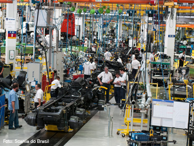 Brasil produziu mais de 190 mil caminhões em 2013