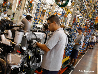 Montadoras pararam em janeiro para adaptar fábricas ao Euro 5