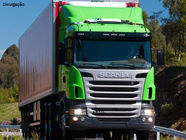 Scania lidera emplacamentos de caminhões pesados Euro 5