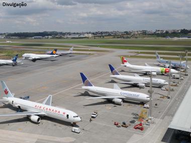 Governo assina concessão de aeroportos de São Paulo e Distrito Federal