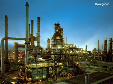 Petrobras bate recorde de processamento de petróleo no Brasil