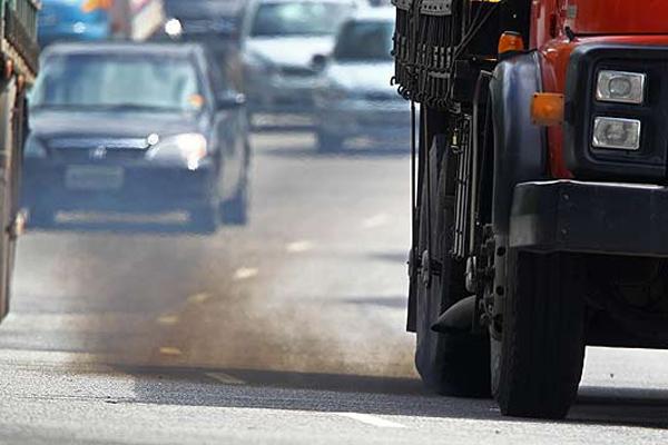 Fumaça de motores a diesel é cancerígena, alerta OMS