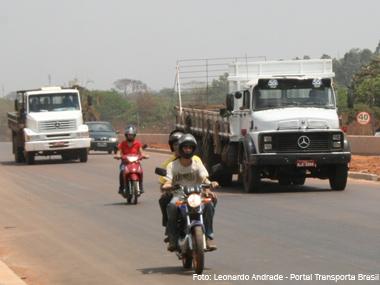Dilma sanciona lei que beneficia caminhoneiros e retira transportadoras da desoneração da folha