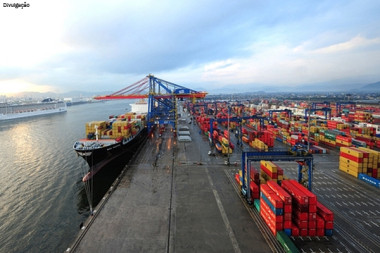 Quase 99% das exportações do Brasil em 2015 passaram pelos portos