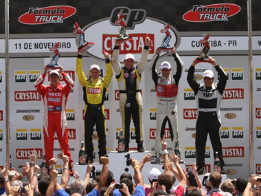 Totti larga dos boxes, vence e é campeão brasileiro de Fórmula Truck