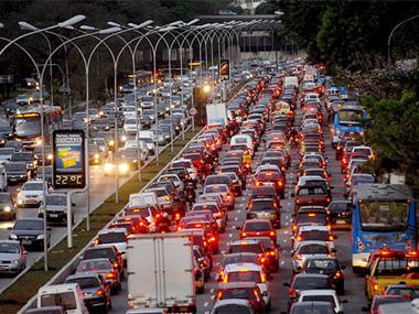 Trânsito em São Paulo está cada vez mais lento, afirma CET