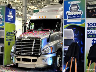 Fábrica da Freightliner no México produz 100 mil caminhões
