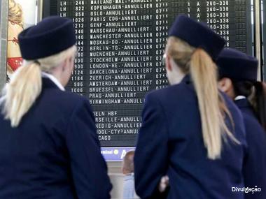 Sem acordo, pilotos e comissários de bordo entram em greve
