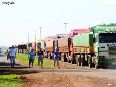 Falha em sistema impede que caminhões atravessem fronteira