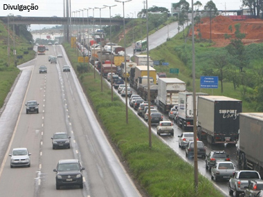 ANTT proíbe tráfego de caminhões de três ou mais eixos na BR-040 (RJ), em dias específicos