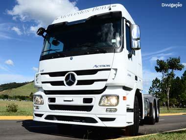 Mercedes-Benz lança Actros com motor V8