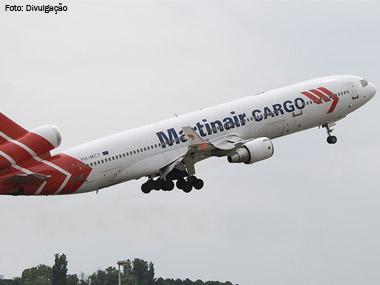 Aeroporto de Amsterdã participa de mega-operação de transporte de flores