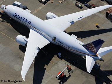 Boeing 787 retoma operações pela United Airlines
