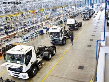 Licenciamento de caminhões sobe 25,7% em abril, segundo Anfavea
