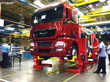 Produção de caminhões segue em alta de 51% até agosto