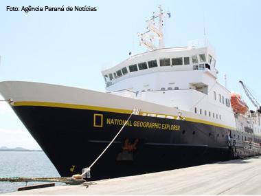 Porto de Paranaguá (PR) recebe navio da National Geographic