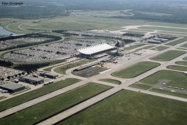 Aeroporto Washington : United airlines inaugura hangar para aeronaves no