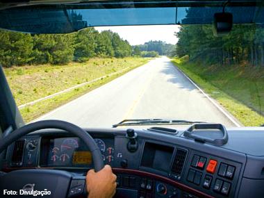Motoristas de caminhão e ônibus terão de realizar exame toxicológico para tirar ou renovar CNH