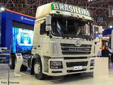 Shacman apresenta caminhão TT 440 6×4, seu primeiro protótipo brasileiro