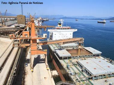 Porto de Paranaguá (PR) fecha 2014 com melhor dezembro da história