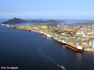 Portos brasileiros movimentam 460 milhões de toneladas de cargas no 1º semestre de 2014