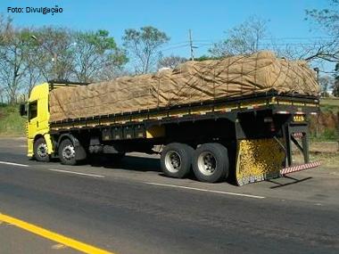 Contran proíbe caminhão com traseira arrebitada