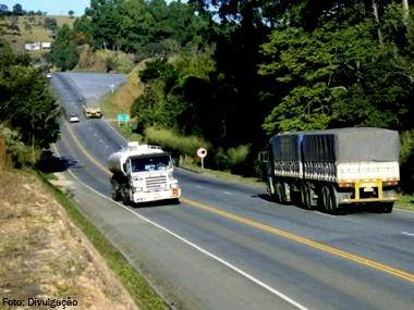 Câmara aprova isenção de pedágio para eixo suspenso e maior tolerância a peso de caminhões