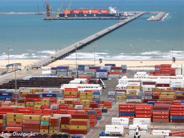 Movimento nos portos cresce mesmo com economia estagnada