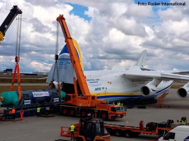 Gigantes da aviação atravessam o globo transportando cargas superpesadas