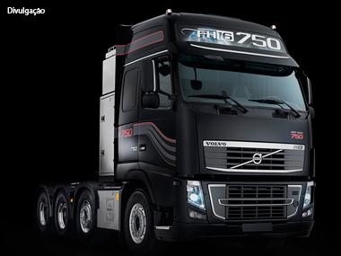 Volvo entrega primeiros FH16 aos clientes brasileiros
