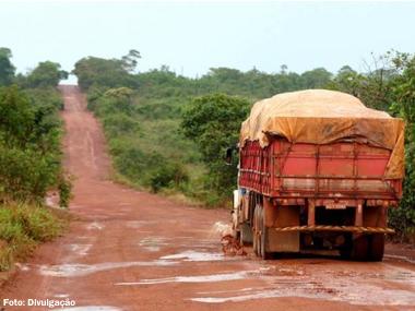 Somente 12% da malha rodoviária brasileira é pavimentada