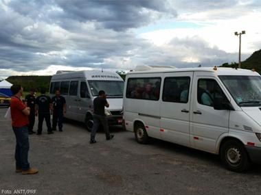 ANTT e Polícia Rodoviária Federal apreendem 93 veículos de transporte clandestino de passageiros