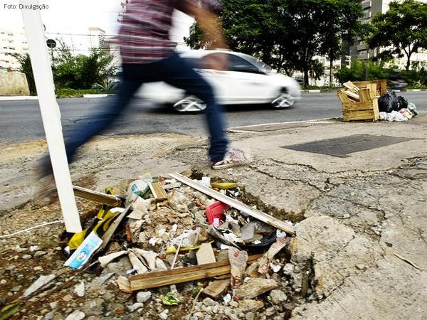 buraco-rua-pedestre