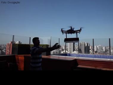 Pizzaria de Santo André (SP) simula entrega utilizando drone