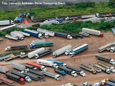 Dilma sanciona pacote de bondades aos caminhoneiros