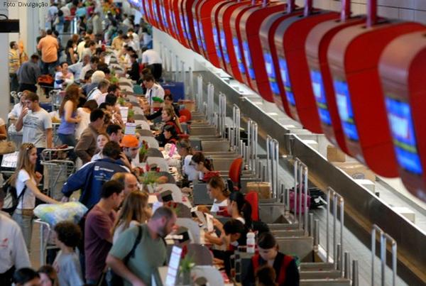 passageiros-aeroporto-dentr